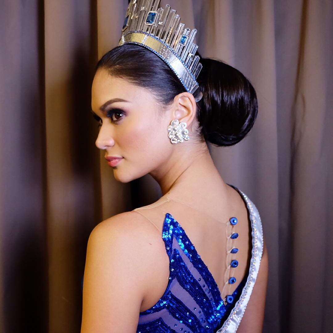 """atom araullo flirts with pia Abs cbn news and tv personality atom araullo kisses miss universe pia wurtzbach during an interview for """"umagang kay ganda"""" the two were teamed up by social media users and called as """"piatom""""."""