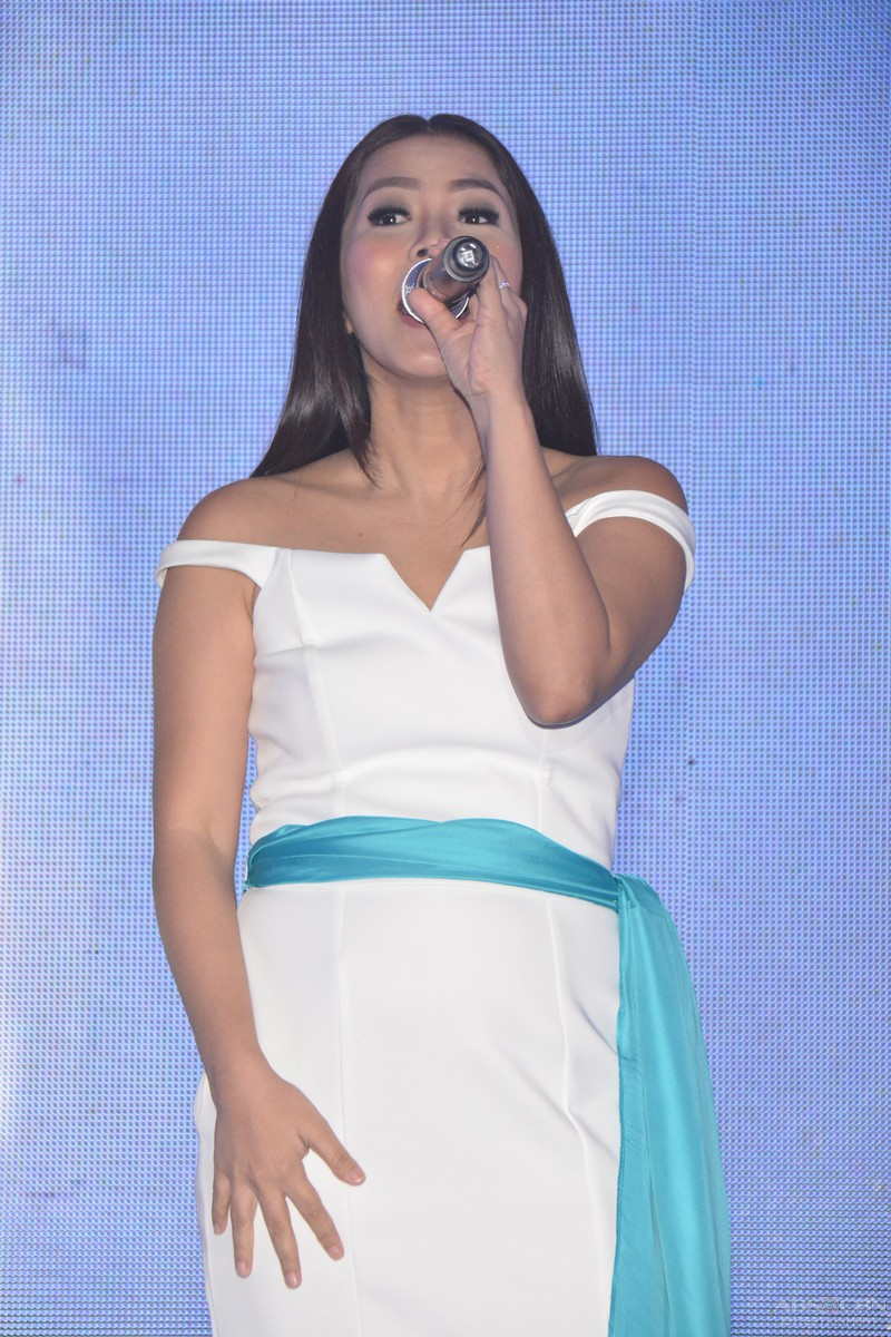 PHOTOS: ABS-CBN's finest singers unite at the Gabi Ng Pangarap: The ABS-CBN Trade Event 2016