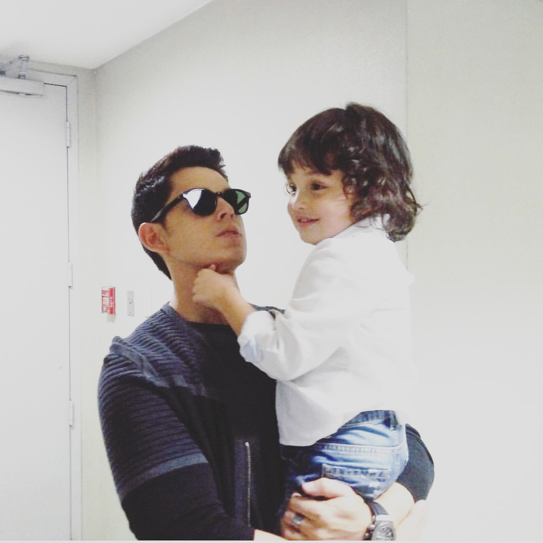 8 Celebrity Dads Who Are So Hot They Might Scorch Your Eyes