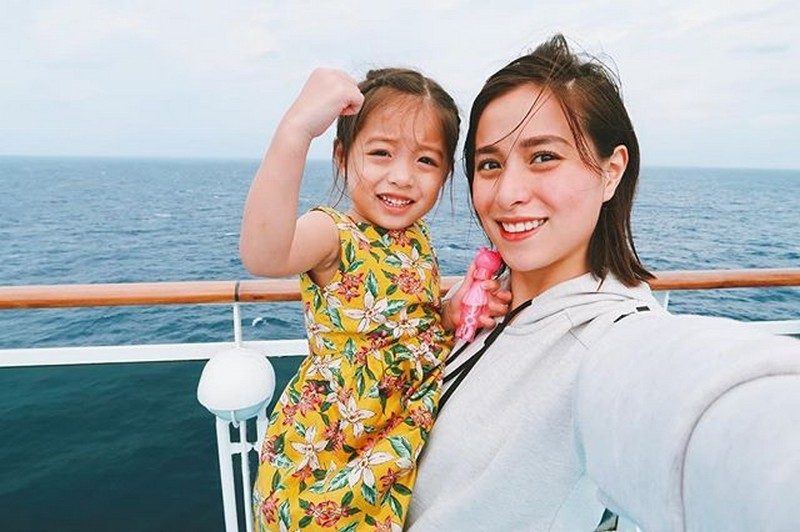 Check out this BEST mother & daughter bonding of Cristine Reyes with her mini-me