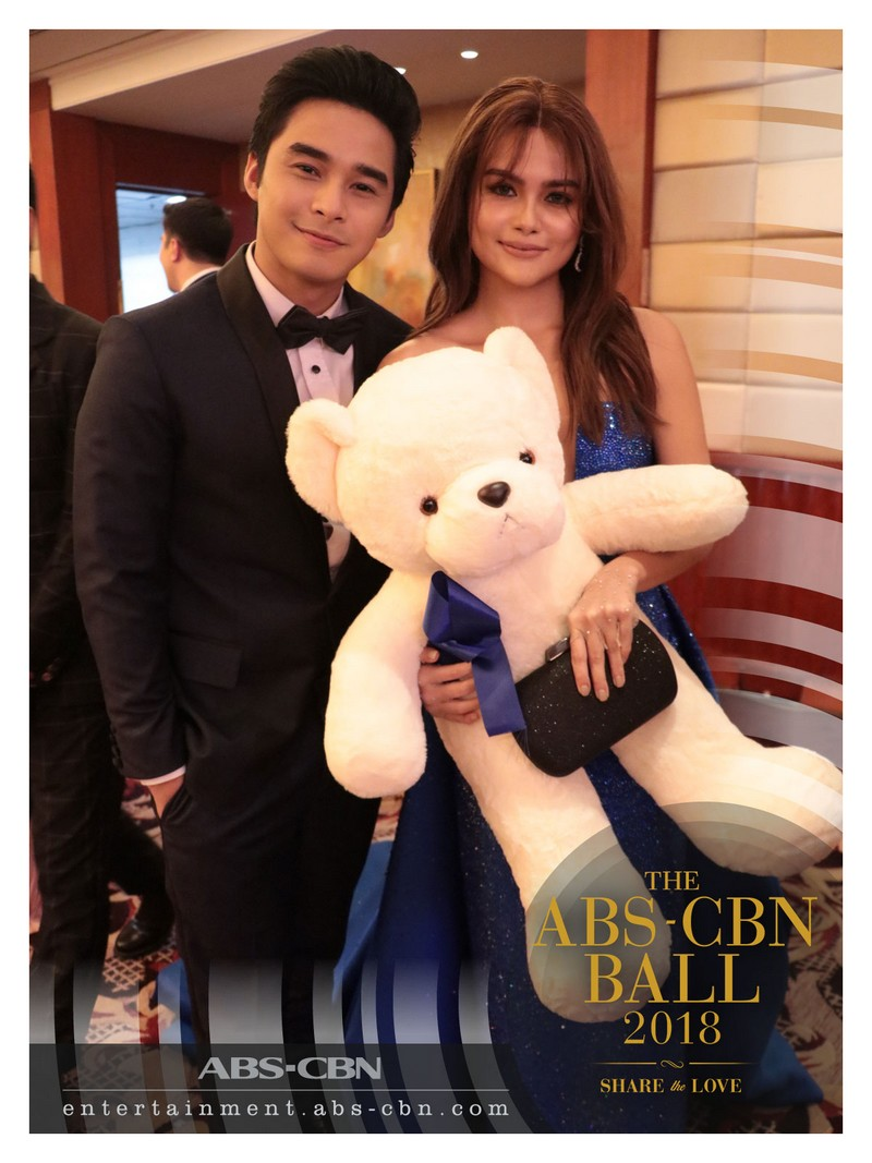 What happens when you give a cuddly teddy bear to the sweet celebrity couples at the ABS-CBN Ball 2018