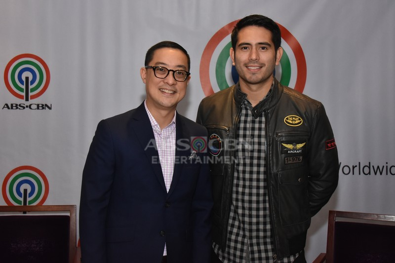 PHOTOS: Gerald Anderson, nag-renew ng kontrata sa ABS-CBN