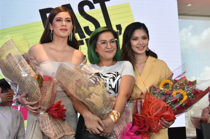 "Loisa and Shaina power through heartache and broken dreams in iWant's ""Past, Present, Perfect?"""