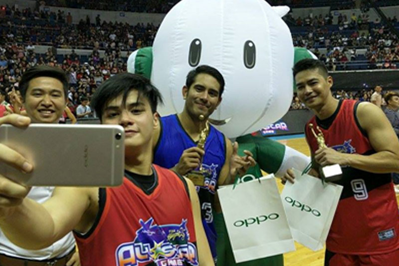 Ronnie Alonte captures the best moments with OPPO F3 Plus at the Star Magic OPPO All Star Game  1