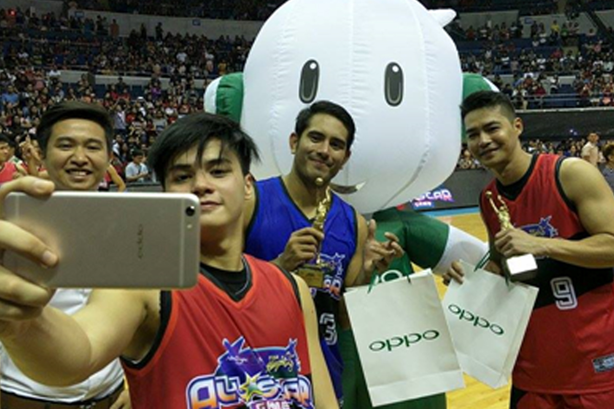 Ronnie Alonte captures the best moments with OPPO F3 Plus at the Star Magic OPPO All-Star Game