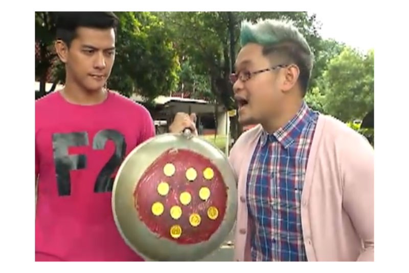 Watch what happens when Mr Fu challenges strangers to win P1 000 3