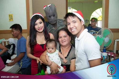 Myrtle Sarrosa and Brian Poe give UP-PGH Pedia Ward a Happy Christmas